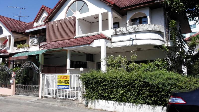 H808 ขายบ้านแฝด 2 ชั้น 40 ตร.วา หมู่บ้านซื่อตรง รัตนาธิเบศร์ อยู่ซอยไทรม้า4 3นอน 2น้ำ 1ครัว บ้านต่อเติมเต็มเนื้อที่ จอดรถในบ้าน 2 คัน