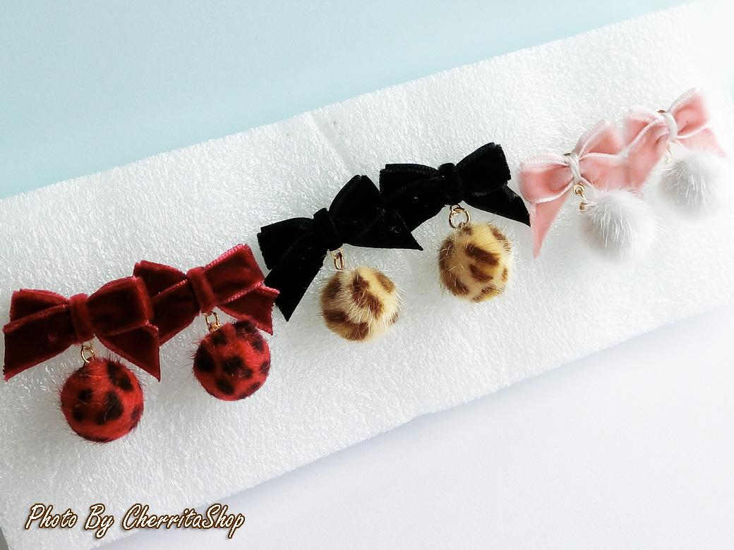เลือกสีด้านในค่ะ ต่างหู Little Cute Leopard Fur Ball Korea ER30179