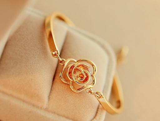 กำไลข้อมือจี้ดอกกุหลาบ Camellia