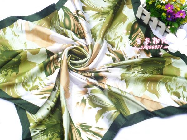 ผ้าพันคอผ้าซาติน Green Tree