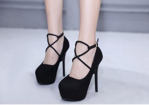 รองเท้าส้นสูงคัทชูสายเข็มขัดไขว้สุดเซ็กซ๊่ เพิ่มความโดดเด่นความเป็นคุณ