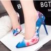 รองเท้าคัทชูส้นสูงลายพิมพ์ดอกไม้หรูหรา 2018