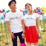 เสื้อคู่ เสื้อคู่รัก ชุดคู่รัก เสื้อคู่รักเกาหลี เสื้อผ้าแฟชั่น ผู้ชาย + ผู้หญิงเดรสเอวยางยืด สีขาวต่อช่วงเอวด้วยกระโปรงสีแดง ด้านหลังสกรีนลายริมฝีปาก เก๋ไก๋