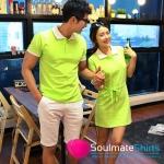 เสื้อคู่ เสื้อคู่รัก ชุดพรีเวดดิ้ง ชุดคู่รัก เสื้อคู่รักเกาหลี เสื้อผ้าแฟชั่น ผู้ชาย เสื้อคอปกสีเขียวอ่อน + ผู้หญิง เดรสแขนสั้นคอปก สีสดเหมาะสำหรับใส่เที่ยวทะเล เดินเล่นวันชิว ชิว ถ่ายพรีเวดดิ้ง