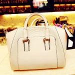 กระเป๋าแฟชั่น สีขาว