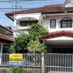 H807 ขายบ้านแฝด 2 ชั้น 40 ตร.วา หมู่บ้านซื่อตรง รัตนาธิเบศร์ อยู่ซอยไทรม้า8 3นอน 2น้ำ 1ครัว บ้านต่อเติมเต็มเนื้อที่ จอดรถในบ้าน 2 คัน