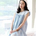 เสื้อคลุมท้องแฟชั่นเกาหลี สีฟ้าผ้านิ่ม มีลูกไม้ประดับช่วงบนไหล่ ไหล่ปีกยก ดูแล้ว คลาสสิกมากๆคะ บริเวณอกเล่นลายด้วย เย็บรูด