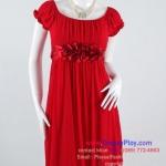 an817 - ผ้าซีฟองเนตเนื้อนิ่มยืดสีแดง ซับในผ้ายืด ชุดราตรีแขนตุ๊กตา แต่งดอกไม้ใต้อกด้วยผ้าซาติน ผูกแต่งโบว์ด้านหลัง ซิบซ่อนด้านข้าง