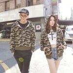 เสื้อกันหนาวคู่รักแฟชั่นสไตล์เกาหลี มีฮู๊ด สีเขียว ลายทหาร