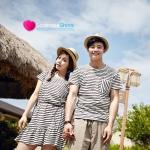 เสื้อคู่ เสื้อคู่รัก ชุดคู่รัก เสื้อคู่รักเกาหลี เสื้อผ้าแฟชั่นคู่รัก ผู้ชาย-เสื้อยืดคอกลม ลายเส้นขวางขาวดำ + ผู้หญิง-ชุดเดรส ลายเส้นขวาง เชือกผูกเอว ชายกระโปรงมีจีบพลิ้ว