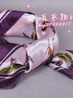ผ้าพันคอผ้าซาติน ลายใบไม้ร่วงสีม่วง
