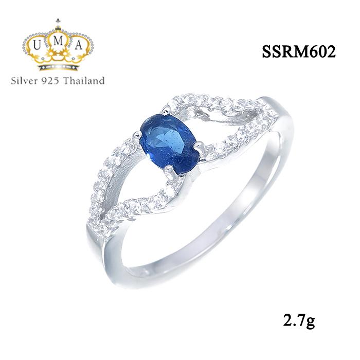 แหวนเงิน ประดับเพชร CZ แหวนพลอยทรงรูปไข่สีน้ำเงิน บ่าฉลุฝังเพชรเรียง 2 แถว ดีไซส์หรูหรา เริ่ดมาก ปังสุดๆ รับรองว่าเป๊ะกับทุกลุค