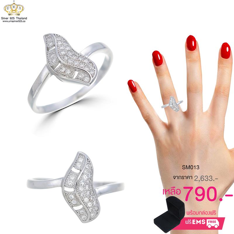 แหวนทองคำขาว ประดับเพชร CZ แหวนทรงตัวหนอนมีลวดลายที่ชวนหลงใหล ชิ้นงานมีความละเอียดอ่อน เพิ่มลุคหรูหราน่าหลงไหล