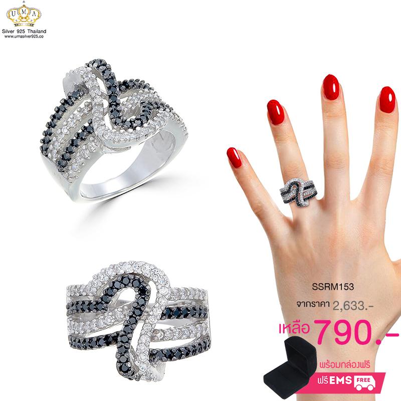 แหวนทองคำขาว ประดับเพชร CZ แหวนลายเส้นเรียงแถวตัดกัน ฝังเพชรกลมดำและเพชรกลมขาว ดีไซน์โฉบเฉี่ยวเรียบหรู ออกแบบได้ล้ำสวยเวอร์เริ๊ดๆ งานโดดเด่นไม่เหมือนใคร
