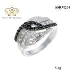 แหวนเงิน ประดับเพชร CZ ดีไซน์หรูด้วยลายเส้นไขว้ประดับเพชร 2 สี ขาว-ดำสลับหน้าแหวนแหวนดีไซน์เก๋ หวานซ่อนเปรี้ยว ออกแบบได้ล้ำสวยขาดในสามโลก