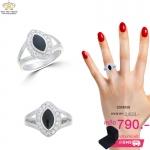 แหวนเงินผู้ชาย ประดับเพชรCZ แหวนทรงลูกตา ล้อมรอบบเพชรกลมขาว บ่าฉลุโปร่ง ดีไซน์เรียบหรูคลาสสิค เหมาะที่จะสวมใส่ติดนิ้วทุกโอกาส